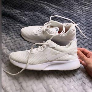 Nike tanjun white women sneakers size 7.5